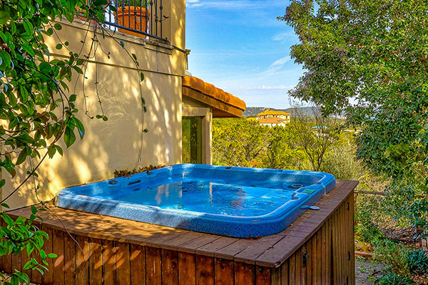 Featured Prop - Highland Hot Tub