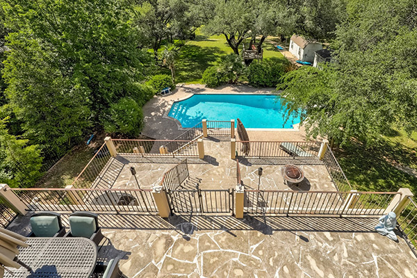 Featured Prop - Stunning Waterfront Pool